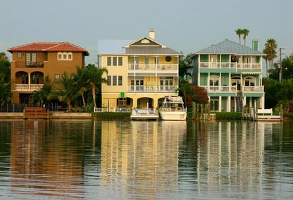 Waterfront homes on the gulf coast florida gulf coast for Gulf coast home builders